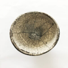 Pottery bowl in grey with lines