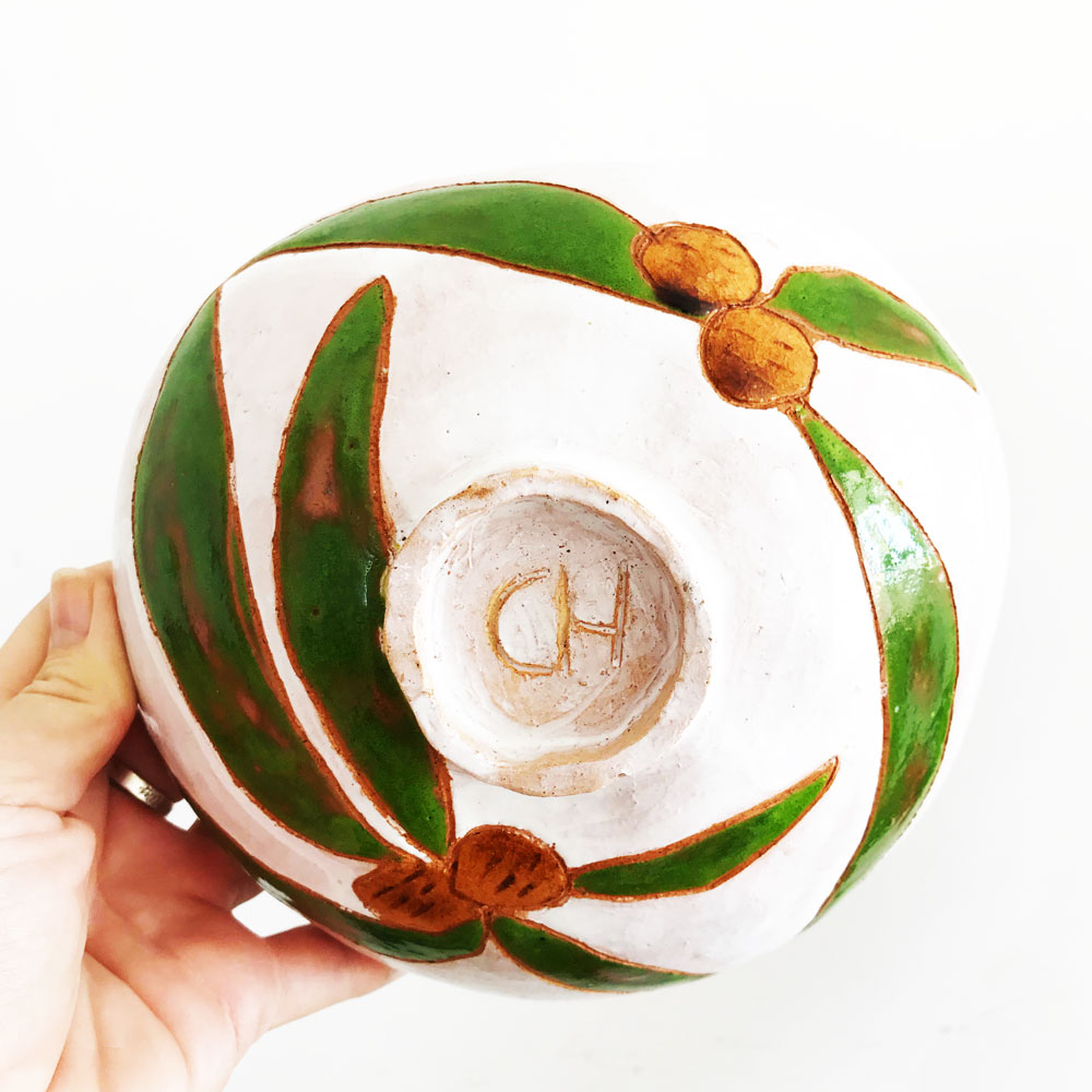 Ceramic bowl in white with green leafs